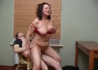 Extreme fucking with a chubby mom