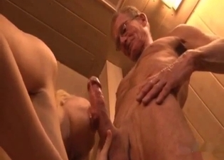 Blonde blows her wrinkly daddy