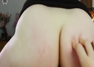 Big booty bombshell rides a hot cock